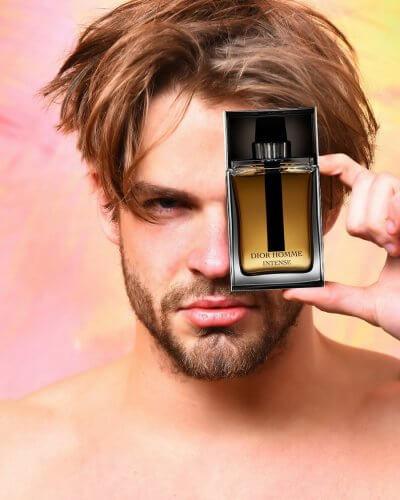 Il miglior profumo da uomo secondo le donne